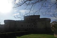 la rocca Roveresca vista da dietro - Senigallia (walterino1962) Tags: rocca mura casa finestre portoni viale siepi alberi arbusti erba rami nuvole sole luci ombre riflessi senigallia ancona prato
