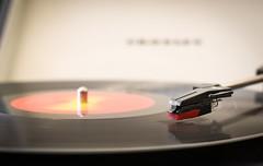 Tocadiscos (08) (Pablo Guerra Castro) Tags: vinyl music record tocadiscos longplay disco lp thebeatles one crosley musica vinilo profundidaddecampo 50mm 31das 1 vintage antiguo old