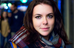 Gran Va, luces y ojazos (trarsi) Tags: madrid portrait eyes spain street retrato girl woman colors