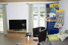 Wohnzimmer mit Vermarktung (Carl-Ernst Stahnke) Tags: postbank rgen ferienhaus altefhr vermarktung sonnengarten