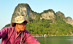 Welcome to Ha Long Bay (cad.coco) Tags: cruise river boat paddle roadtrip vietnam halongbay