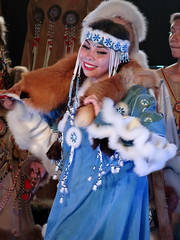 Kamtchatka (Mrs Saori) Tags: portrait festival dance robe culture monde musique fourrure kamtchatka danceuse traditionnel
