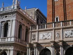 Piazzetta San Marco, le campanile, Venise (Yvette Gauthier) Tags: campanile venise venezia italie sanmarco basilique saintmarc
