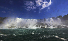 The American Falls : Afternoon . . . (Clement Tang ** busy **) Tags: travel autumn usa canada nature niagarafalls buffalo afternoon unitedstatesofamerica bluesky nationalgeographic waterscape whitewaves whiteclouds niagarariver americanborder closetonature theamericanfalls concordians scenicsnotjustlandscapes grandemaregroup thebridalveilfalls