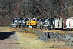 6 units on 30T (Hank Rogers) Tags: pa pennsylvania yatesville laflin siding rr railroad train many lots bunch ns yellow zoom nssunburyline freight industry industrial economy economic move movement products productivity rail system traffic