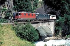 11304 + 11666  Wassen  20.07.95 (w. + h. brutzer) Tags: analog train schweiz switzerland nikon eisenbahn railway zug trains sbb 420 locomotive lokomotive wassen re44 elok eisenbahnen eloks webru