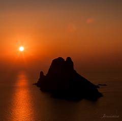 El flare es bello, creo..... (Joseeivissa) Tags: ibiza eivissa cap llentrisca es vedra vedranell sa galera paisaje landscape seascape sunset joseibizagmailcom