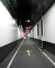 barcelona arrow (kexi) Tags: barcelona catalonia spain europe vertical white night lights arrow lane backstreet samsung wb690 september 2015 red black perspective lines direction oneway instantfave