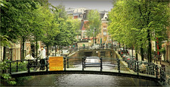 Le Herengracht, Amsterdam, Nederland (claude lina) Tags: claudelina nederland netherlands paysbas hollande amsterdam canal gracht herengracht vlos bikes bicycles pont bridge houses maisons