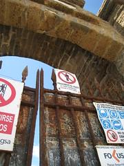 cadiz 047 (elinapoisa) Tags: cadiz spain stop tresspass españa