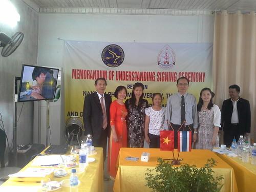 """VIỆN ĐÓN  Đoàn công tác của Giám đốc Đại học Nakhon Phanom đến thăm và ký văn bản hợp tác • <a style=""""font-size:0.8em;"""" href=""""http://www.flickr.com/photos/145755462@N06/30643450490/"""" target=""""_blank"""">View on Flickr</a>"""