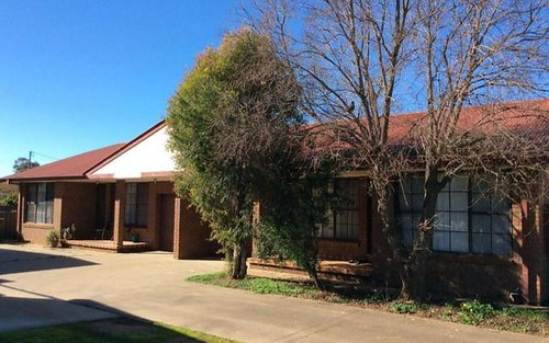 1 & 2/115 WATTLE CRESENT, Narromine NSW