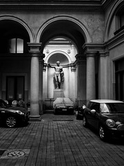 Roma - 2016 (Enzo D.) Tags: biancoenero blackandwhite arches cars columns cortile courtyard italia italy olympus parking roma rome wwwenzodemartinocom