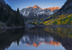 First Ray of Sun in Maroon Bells (FengboLi) Tags: co september 35mm14f sigmalens sigmaart35mm nikond800e morning reflection leaves foliage autumn mountain maroonbell colorado fall sunrise snowymountain snow aspen aspentrees colorful fallcolor fallleaves lake goldenleaves sunray landscape waterscape outdoor mountainside nikon d800e dawn nature