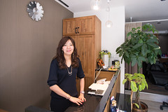 Portrait of hair salon owner (Apricot Cafe) Tags: 20s asianethnicity canonef1635mmf28liiusm japan japaneseethnicity kimono tokyo beauty beautysalon celebration ceremony culture enjoy hairsalon happiness oneperson peaceful seijinshiki woman youngadult minatoku tkyto jp