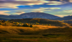 Autumn Light (Ping...) Tags: rollinghills hills autumn goldenlight light flow clouds house layers mountain trees