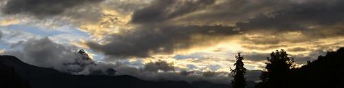 Rifreddo. Temporale sul Monviso. Quand le ciel bas et lourd pèse comme un couvercle.