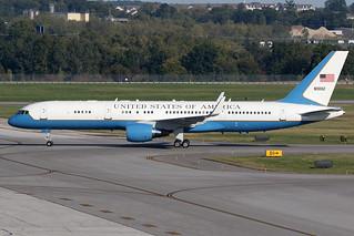 USAF Boeing C-32 98-0002 KCMH 17SEP15