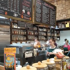 Hey @wrenandraven guess where I am? Thanks for the tip! #organic #grocerystore #deli #espresso #sanwich(es) (Heath & the B.L.T. boys) Tags: coffee olympicpeninsula icecream grocerystore chalkboard shelves jars instagram