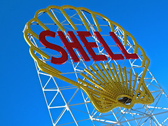 Shell Sign, Cambridge, MA (Robby Virus) Tags: cambridge station sign spectacular massachusetts ad shell places historic gas led advertisement replica company national signage oil scaffold service register gasoline