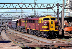 21-11-1998 CENTRAL 4490+4520 bv (Bryan Vanderstelt) Tags: station central sydney railway loco class 45 44 goodwin alco