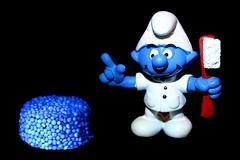 the spoilsport (HansHolt) Tags: blue macro canon 300d candy canon300d toothbrush smurf dentist hmm schlumpf spoilsport engelsedrop tandarts snoep liquoriceallsorts schtroumpf tandenborstel puffo licoriceallsorts canonefs1855mmf3556 spielverderber macromondays aguafiestas rabatjoie spelbreker pitoufu