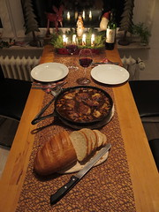 Coq au vin (Tisch) (multipel_bleiben) Tags: essen pilze geflgel pfannengericht