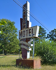 Vintage Signage (BKHagar *Kim*) Tags: bkhagar roseannmotel motel sign signage vintage defunct closed searcy ar arkansas inexplore explore
