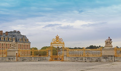 Goldern Versailles (big_jeff_leo) Tags: paris louis versailles palace architecture gold heritage building statelyhome historic art ceiling fresco imperial unesco hallofmirrors french royal