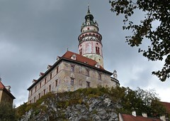 Long Climb to the Castle and Watch Tower (smilla4) Tags: sky clouds castle watchtower ceskykrumlov czechrepublic painted facades paintedfacades