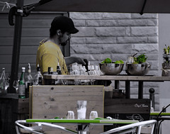 Mojito party ?? (png nexus) Tags: desaturation vert green jaune yellow street rue