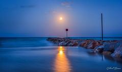 Full moon rising (Gabriel Bauza) Tags: nikon d7100 landscape fullmoon moon moonrise sea beach night flickrunitedwinner soe nikkor