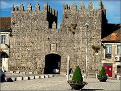 Kings entrance (Eduardo Voar Alto) Tags: castletowers entrace buildings plants paving vases streetlight