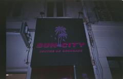 (Mistoska) Tags: sun bronzette bronzer marseille southoffrance kitsch pink streetphotography street analog analogphotography argentique france french palm