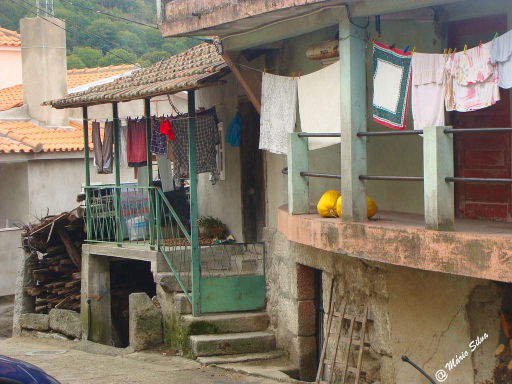 Águas Frias (Chaves) - ... a roupa a secar nas varandas ....