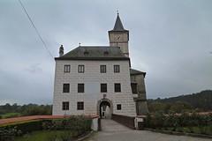Entrance ~ Rožmberk Castle 03 (smilla4) Tags: architecture entrance portal castle czechrepublic paintedfacade rozmberkcastle rozmberknadvltavou