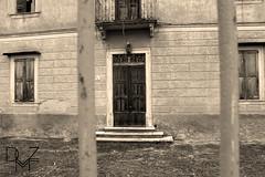 casa stregata | haunted house (diemmezeta) Tags: seppia sepia architettura casa casastregata hauntedhouse edificio porta abbandonata creepy scary casaabbandonata building verona veneto