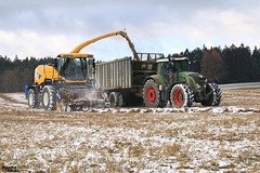 Snow Silage 2016   NEW HOLLAND // FENDT // FLIEGL (martin_king.photo) Tags: snow snowsilage winter tractor landwirtchaft martin king photo agriculture machinery machines tschechische republik weather power huge day farm farming tschechischerepublik powerfull martinkingphoto landwirt landwirtschaft farmlife land machinerylovers weloveagriculture snowdust forageharvester newholland newhollandfr9050 forage harvester fendtglobal fendt936vario fliegl flieglgigantasw270