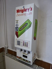 Wrigley's chewing gum vending machine (duncan) Tags: wrigleyschewinggum dispensingmachine wrigleys chewinggum vendingmachine