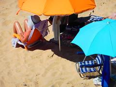 Sur la plage, Canos de la Meca, Barbate, Andalousie (ivan orsini) Tags: beach hat sand sable playa parasol chapeau plage bronzage bronzer