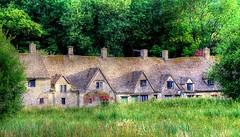 BIBURY (toyaguerrero) Tags: uk inglaterra england english architecture rural arquitectura britain cottage quintessential englishness maravictoriaguerrerocataln toyaguerrero