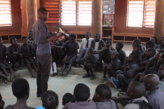 Talking about how the Sparkup works (Lubuto Library Partners) Tags: lubutolibrarypartners mumuni library reading africa zambia literacy sparkup lubutolibraries lubuto publiclibraries nabukuyu rural children youth ovcy