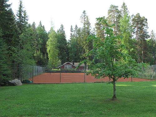 Hirvihaaran Kartanon tenniskenttä
