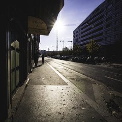 streets of Paris - Clichy (RuinOfDecay!) Tags: street autumn shadow sun paris france canon square photography eos frankreich europe exposure decay ruin streetphotography schatten 1x1 flairs 60d strasenfotografie