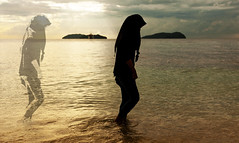 contigo (www.infografiagijon.es) Tags: sea woman beach canon mar mujer gente asturias playa malaysia borneo childrens kotakinabalu gijon xixon markii malasia asturies infografia astur eople eos5d hernancad wwwinfografiagijones