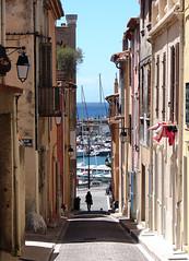 Cassis (Maxofmars) Tags: street france port puerto calle frankreich europa europe strada mediterraneo harbour strasse porto frankrijk hafen francia carrer straat mditerrane
