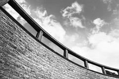 Courbe (Werny Michael Photographie) Tags: noiretblanc blackwhite blackandwhite 7dmarkii huy belgique belgium architecture samyang 14mm