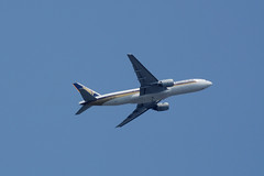 Singapore Airlines Boeing 777 9V-SRO (arjun_mohan2000) Tags: sia sq singapore singaporeairlines airlines airline airliner boeing boeing777 b772 mumbai india takeoff widebody civilaviation nikon d5200