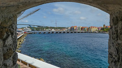 Handelskade, as seen from the Rif Fort (-JvL-) Tags: curacao willemstad koninginemmabrug curaçao queenemmabridge cw