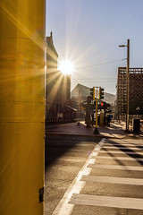 First Impression of US Bank Stadium into the Sun - Color (scrondo99) Tags: 35mm ampel architecture bluesky crosswalk fall herbst himmel minneapolis minnesota schatten shadow sky sonne sonya7ii stadt stoplight strasse street sun town trafficlight usamerika usbankstadium usa zeiss zeiss35mm28